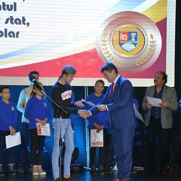 Slobozia: Ceremonia de acordare oficială a certificatelor și diplomelor de excelență pentru olimpicii ialomițeni și cadrele didactice îndrumătoare ale acestora