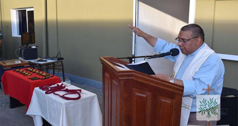 Padre Jorge Francisco Vega en el acto de ascenso de efectivos de Gendarmería Nacional Argentina (GNA)