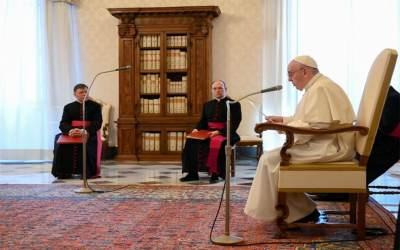 Papa Francisco | La oración es poderosa, porque atrae el poder de Dios y el poder de Dios siempre da vida