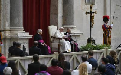 Papa Francisco | La solidaridad hoy es el camino para recorrer hacia un mundo post-pandemia, hacia la sanación de nuestras enfermedades interpersonales y sociales