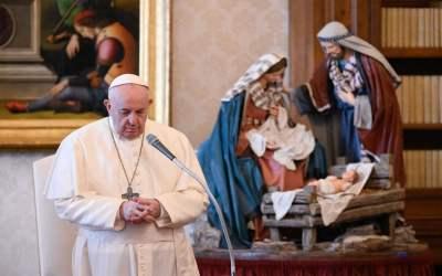 Papa Francisco | Quien reza no deja nunca el mundo a sus espaldas