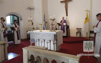 Mons. Olivera | Estamos llamados como Jesús, a mirar más allá