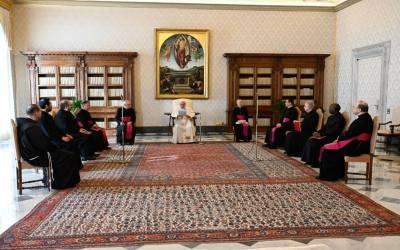 Papa Francisco   La respuesta a la guerra no es otra guerra, la respuesta a las armas no son otras armas, la respuesta es la fraternidad