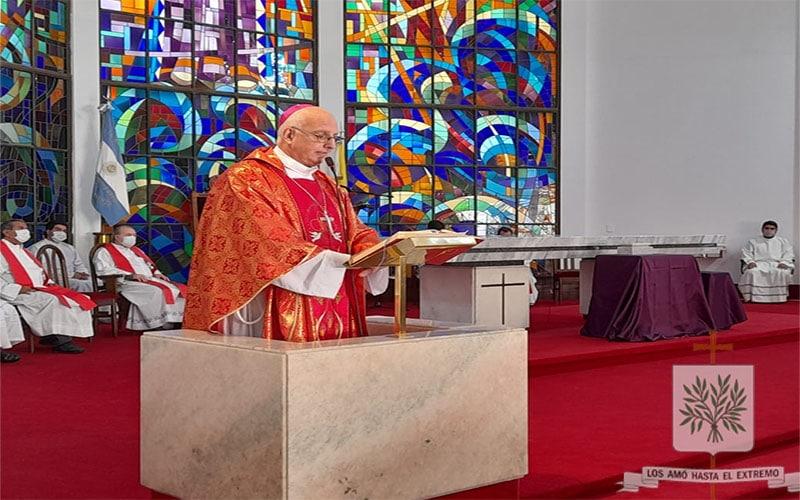 Mons. Olivera   La Cruz es signo de la Vida, de la Vida que no termina, es instrumento de amor