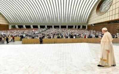 Papa Francisco | Dios no nos abandona sino que permanece con nosotros con su amor misericordioso