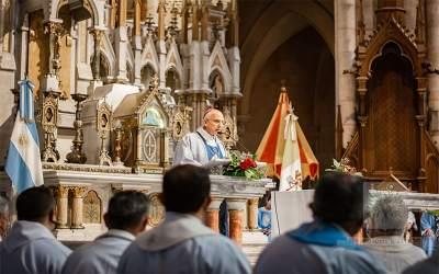 Mons. Olivera | Renuevo mi gratitud y oración a nuestra Madre, la Virgen de Luján, nos cubra siempre con su Manto maternal y a su Esposo, san José