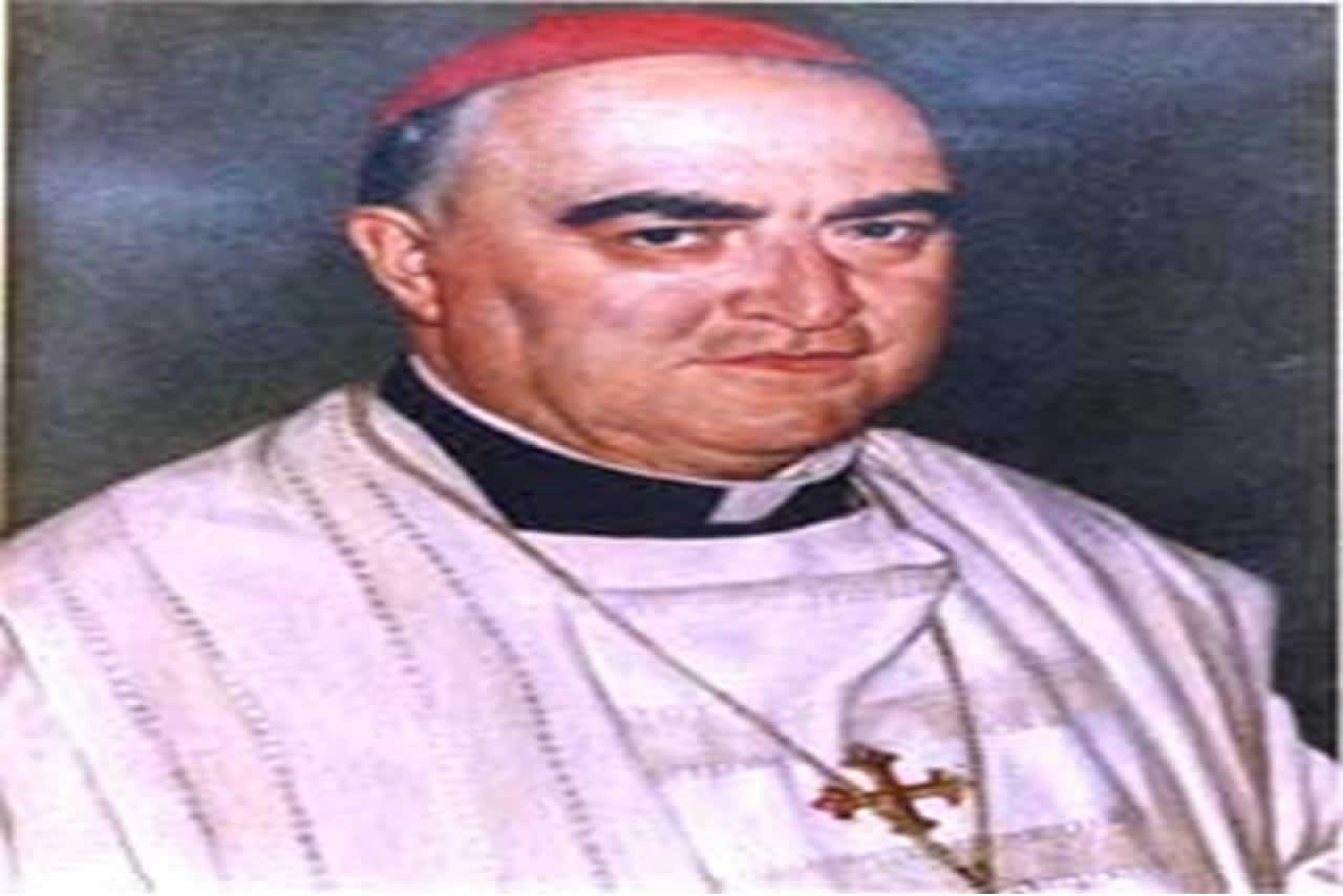 Nació en Valparaíso el 14 de enero de 1927. El 21 de septiembre de 1957 fue ordenado como sacerdote. S.S. Paulo VI lo nombró Obispo de Copiapó el 31 de enero de 1968. Su consagración episcopal tuvo lugar el 3 de marzo de 1968. A fines de 1973 fue elegido Secretario General de la Conferencia Episcopal de Chile. El 11 de diciembre de 1976, S.S. Pablo VI lo trasladó a la sede de Linares