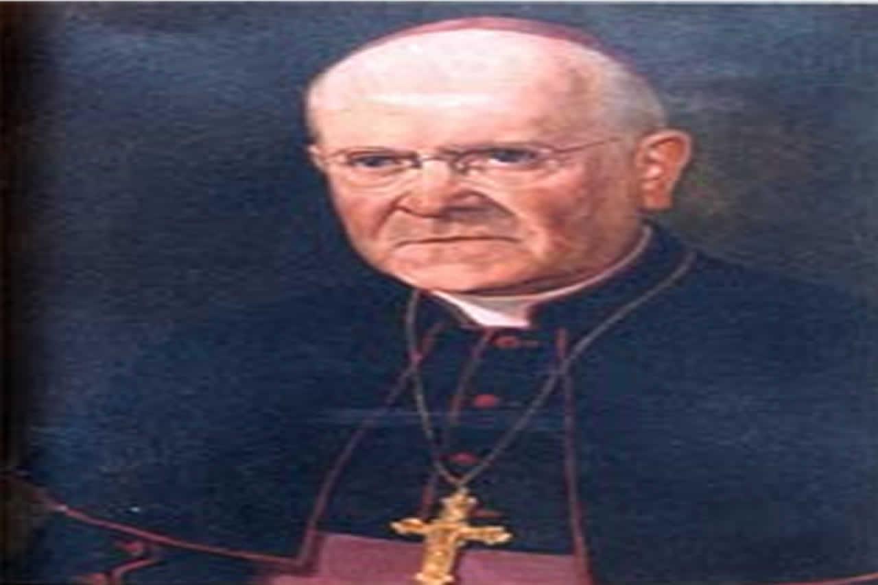 Nació el 11 de septiembre de 1899 en Santiago. Ordenado sacerdote en Valparaíso el 16 de diciembre de 1928. Elegido Obispo de Temuco el 29 de agosto de 1939. Consagrado en Valparaíso el 26 de noviembre de 1939, por Mons. Aldo Laghi, Nuncio Apostólico. El mismo Papa lo trasladó a la Diócesis de Linares el 15 de junio de 1958. Tomó posesión de Linares el 29 de agosto de 1958.