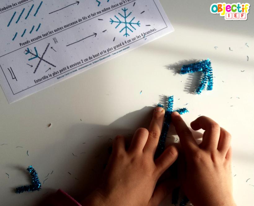 Flocons de neige en mobile à l'aide de fil chenille activité créative pour enfant Objectif IF