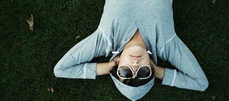 détente dans l'herbe