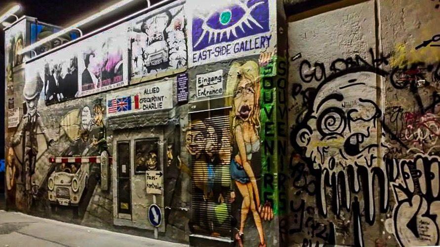 Toucher le Mur de Berlin