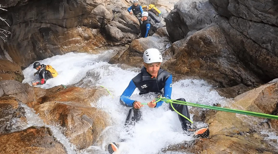 Bucket List activites france - Canyoning Pyrenees