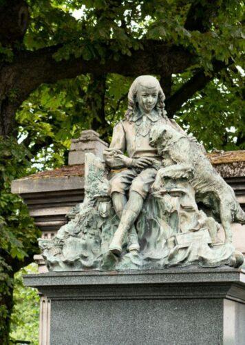 Statue Pere Lachaise
