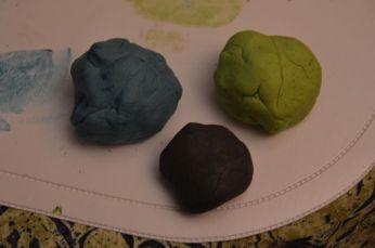 Voilà les 3 couleurs, la pâte gagne un ton plus foncé en séchant.