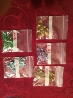 Voici les petits sachets prêts pour chaque fille !