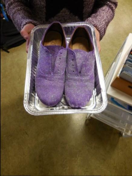 Les chaussures de Damien qui était absent ont avancé toutes seules !