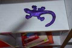 Damien a une nouvelle salamandre en papier mâché cette fois, donc moins fragile !