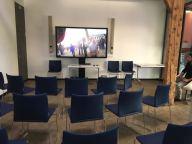 salle multimedia où était diffusé le montage video