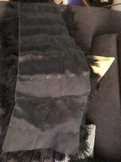 Après avoir cousu directement sur la cape les zones filets, il fallait passer aux plumes, sujettes des pires cogitations