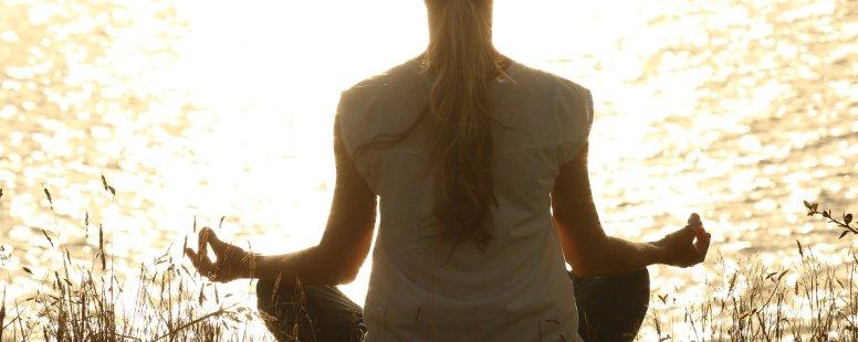 Comment être plus heureux avec la méditation