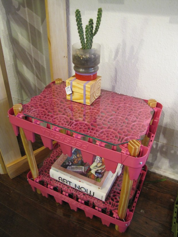 Soda side table (pink)