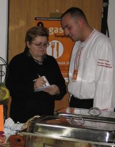 Tomislav Jančić diktira svoj recept za Oblizeke Božici Brkan (Snimio Miljenko Brezak / Acumen)