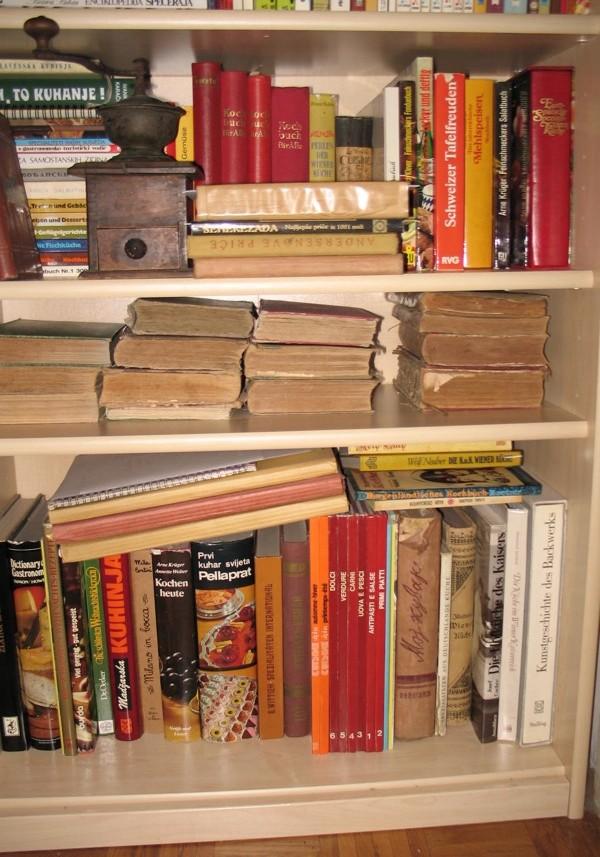 DIo police gospođe Renate u mojoj biblioteci