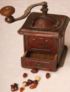 Poput torte, starinski mlinac za mljevenje lješnjaka (Snimio Mišo Lišanin)
