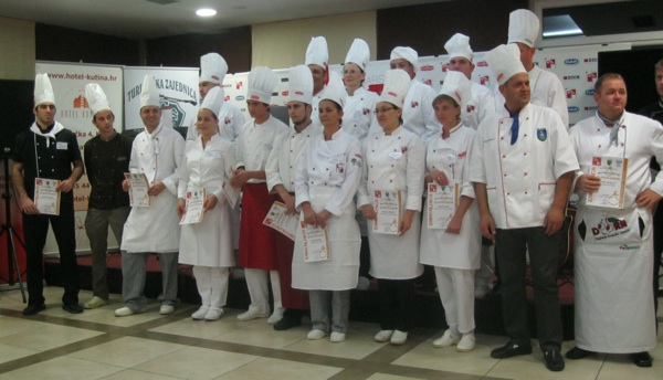 Svi natjecatelji s pomoćnicima, gostima i domaćinima (Snimio Miljenko brezak / Acumen)