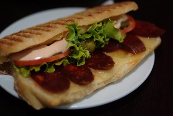 "Ton sendviču određuje ono ""između dva kruha"" (Snimila Marina Filipović Marinshe / Acumen)"