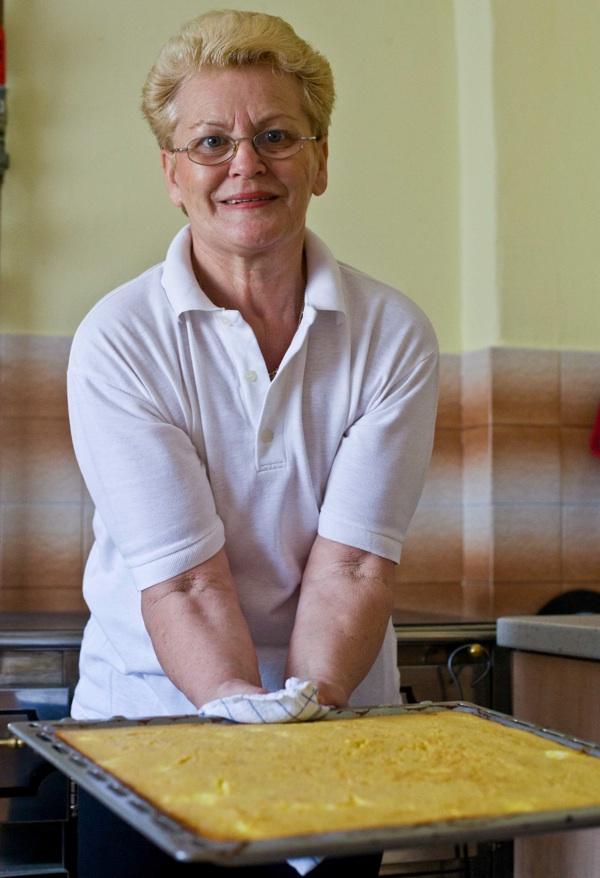 Marija Žabojec sa svojom sirotinjskom zlijevkom (Snimio Igor Sitar Blue Studio / Acumen)