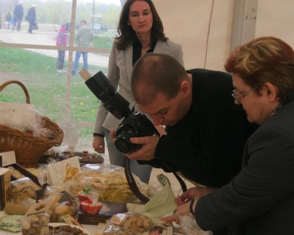 Svaka slastica zalužuje pozor: Maja Kovačić, reporter Dražen Kopač i urednica Oblizeka Božica Brkan (Smimio Miljenko Brezak / Acumen)