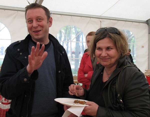 Majstor slastičar Haris Salčinović i distributerka slastica Sandra iz Deliiicija (Snimio Miljenko Brezak / Acumen)