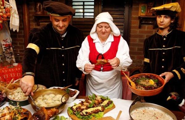 Kao sa slike starih majstora: dio renesansne kuharske ekipe (Snimio Dražen Kopač / Acumen)