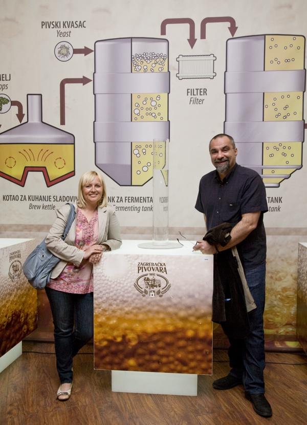 Tina Puhalo Grladinović i Filip Šovagović, jedan od poštrovatelj piva Zagrebačke pivovare na otvorenju muzeja (Fotografija Zagrebačka pivovara)
