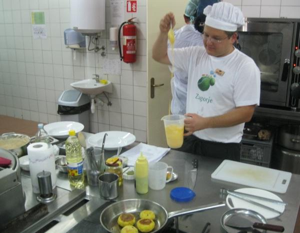Mladi talentirani chef Mislav priprema svoja jela (Snimio Miljenko Brezak / Acumen)
