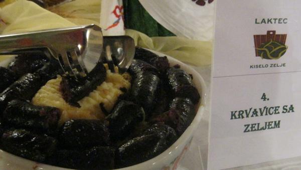 Klasika: krvavice s pireom od krumpira i s dinstanim kiselim zeljem (Snimio Miljenko Brezak / Acumen)