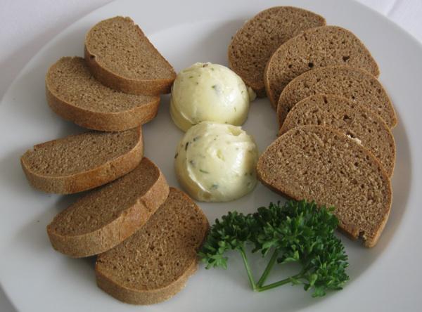 I najskormniji obrok s malo začina postaje svečanost, kruh s namazom sa začinskim biljem u izvedbi Toplice Hotela (Snimio Miljenko Brezak / Acumen)