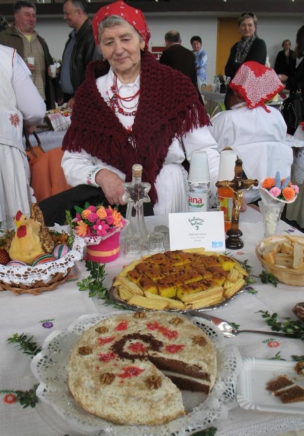 Gospođa Olga Hršak čiju sam tortu također uvrstila u svadbene, iako se pekla za najrazličitije prigode(Snimila Božica Brkan / Oblizeki)