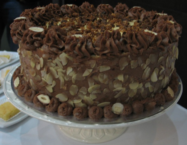 Novi krčki desert je raskošna izvana, raskošnq iznutr: torta Krčka kneginja kreiranau slastičarnici Casa del padrone (Snimio Miljenko Brezak/ Oblizeki)
