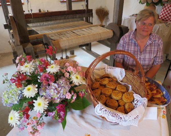 Doonjestubičanci su se potrudili natprosječno izvedene starinske kolače i dostojno prezentirati (Snimio Miljenko Brezak / Oblizeki)