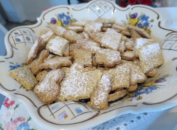 Gospođa Antonija Podvorec predstavila se samo starinskim sitnim kolačićima, odličnima (Snimio Miljenko Brezak / Oblizeki)