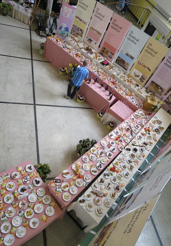 Samo manji dio izloženih kolača (Snimio Miljenko Brezak / Oblizeki)
