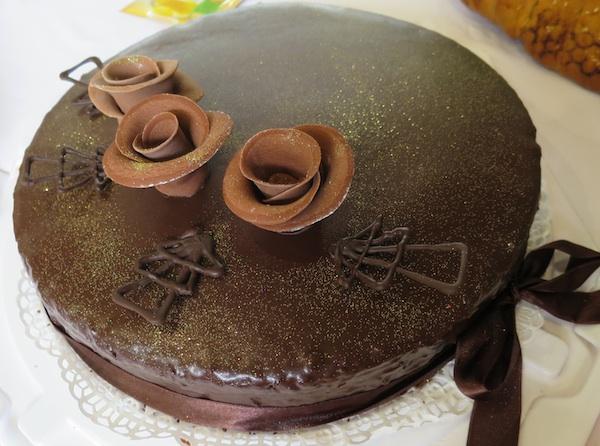 Čokoladne su ruže zacijelo u modi: torta slavnog brendiranog imena, ali na način Vesne iz Kloštra Ivaničkoga (Snimio Miljenko Brezak / Oblizeki)