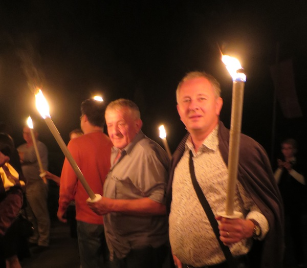 Dio gastronauta s bakljama kreće u noćnu šetnju nekoliko stoljeća unatrag (Snimila Božica Brkan / Oblizeki)