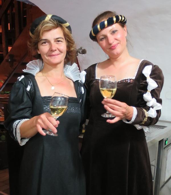Šarm renesanse: poslužiteljice jela i pića bile su vrlo elegantne (Snimila Božica Brkan / Oblizeki)