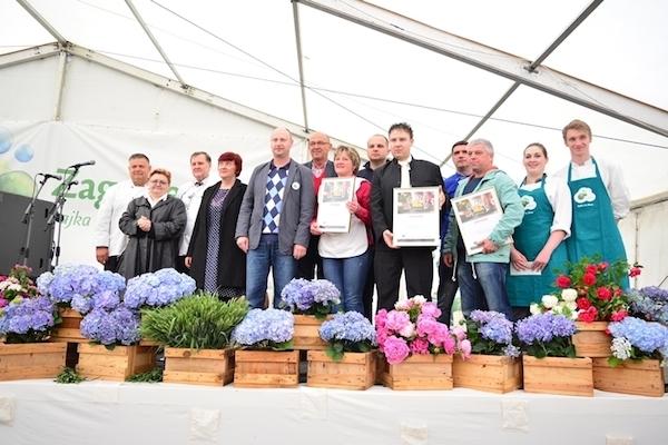 nagrađeni, ocjenjivački sud te političari na finalu priredbe (Fotografija Krapinsko-zagorska županija)