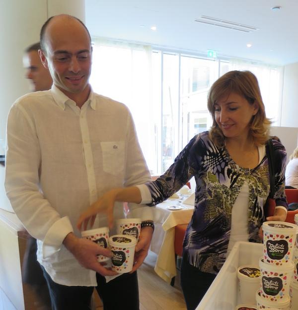U službi krčkoga turizma: Dalibor Jurina proizvodi sladoled, a Nataša Jurina vodi ured Turističke zajednice (Snimila Božica Brkan / Oblizeki)