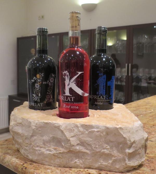 Tri predstavljena vina Korlat na svome benkovačkom kamenu (Snimila Božica Brkan / Oblizeki)