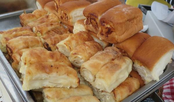 Tipični pekarski štrukli, koji je, osim što su manje masni, gotovo i ne razlikuju od bureka (Snimila Božica Brkan / Oblizeki)
